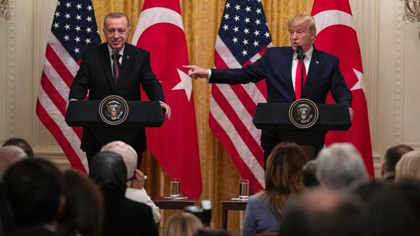 Trump: Têkiliyên me û Kurdan pir baş in, Tirkiye berpirsiyarên xwe bicih tîne
