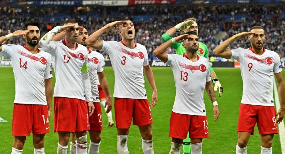 UEFA'dan 'asker selamı' nedeni ile Türkiye'ye ceza