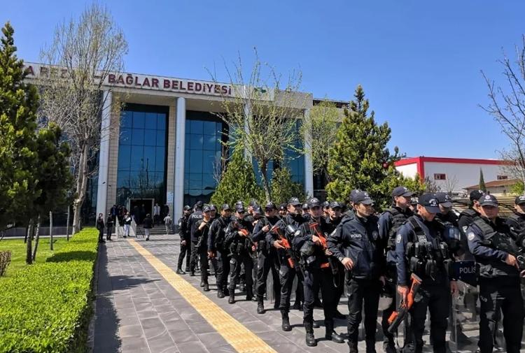 Bu kez HDP'li belediye meclis üyeliklerine kayyum atandı