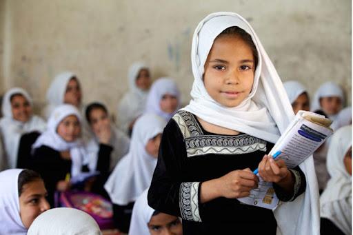 لە ئەفغانستان قوتابییانی کچ تا پۆلی شەش دەتوانن بگەڕێنەوە خوێندنگە